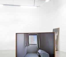 Aurélie Pétrel - Chambre à Tokyo, 2011 2 Photographies encadrées recto verso, dos bleu et Dibond, 210 x 140 cm © Aurélie Pétrel – Courtesy Galerie Houg