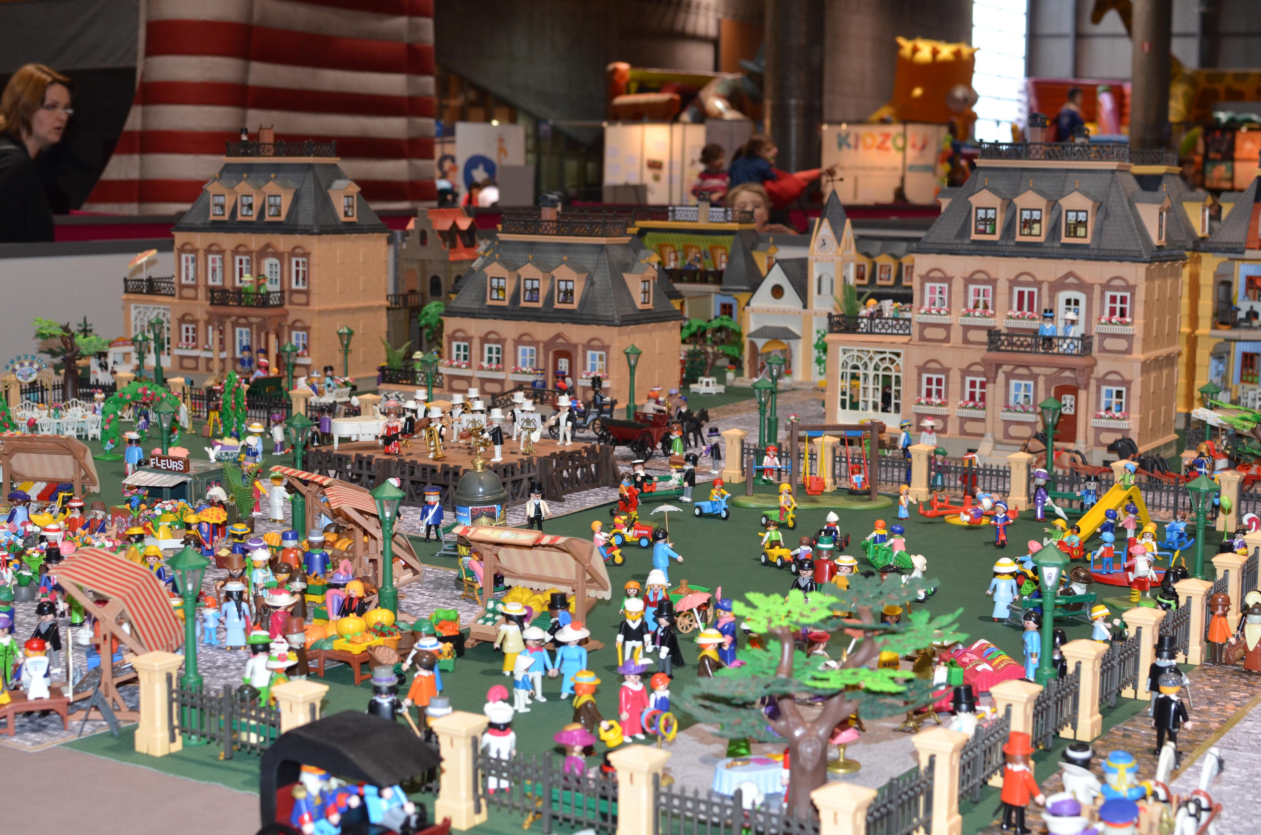 1200 figurines playmobil dans le cirque kids parc - Toute les maison playmobil ...